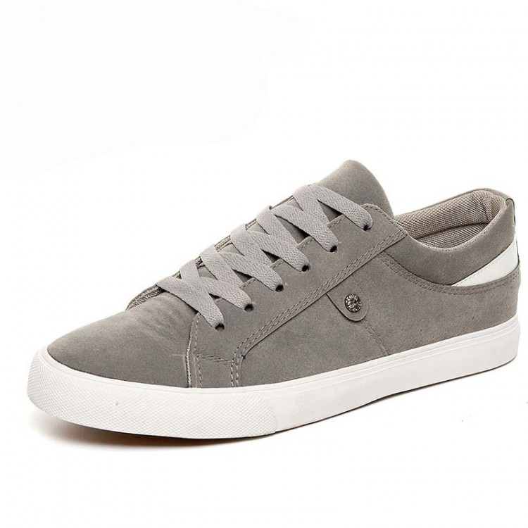 Low-top canvas sneaker